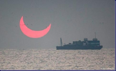 sunrise-red-horns-solar-eclipse-elias-chasiotis-4-5e1326b8c3e1e__700